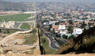 Trump versus Mexico: NAFTA, drugskartels en grensmuren